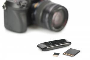 Czytnik kart 2-portowy USB 2.0 HighSpeed SD/Micro SD, kompaktowy, czarny
